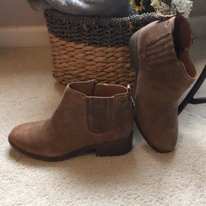 SPERRY ankle booties size 9